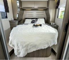 Vanomobil verhuur motorhome bed categorie